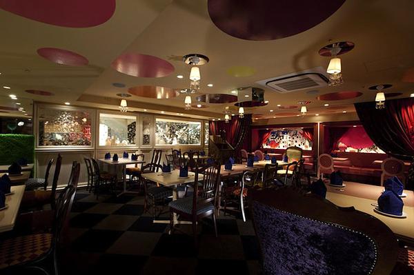 Токийский ресторан Alice In Wonderland